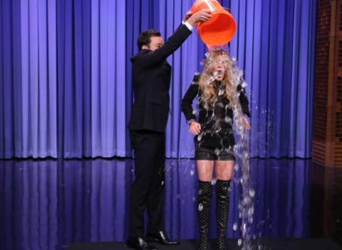 News video: Lindsay Lohan, Drake, Sarah Jessica Parker And Channing Tatum Accept The ALS Ice Bucket Challenge